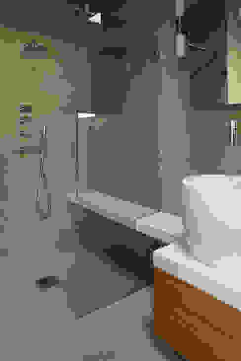 Mortier Fin lissé Salle de bain moderne par Matières Marius Aurenti Moderne