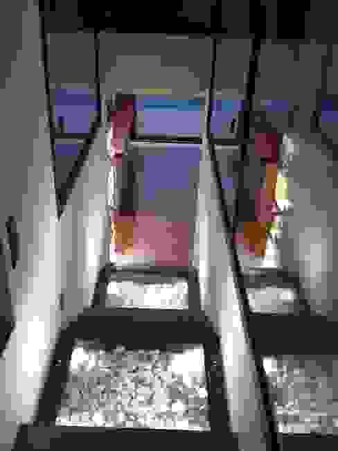 Casa cGL Entrenubes Pasillos, vestíbulos y escaleras de estilo moderno de estudio padial gavián.arquitectura y urbanismo,slp Moderno