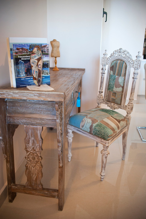 Rincon tranquilo Diseñadora Lucia Casanova Estudios y despachos de estilo ecléctico Madera maciza Turquesa