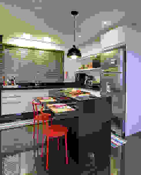 Кухня в стиле модерн от Híbrida Arquitetura, Engenharia e Construção Модерн