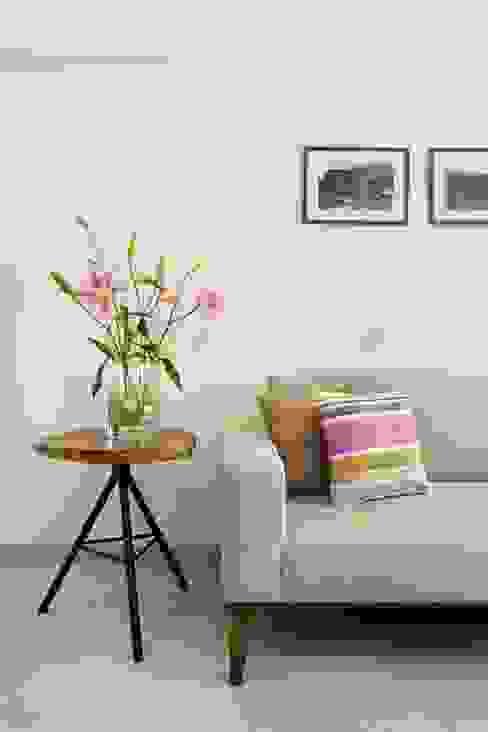 JANKI KUTIR APARTMENT Modern living room by The design house Modern
