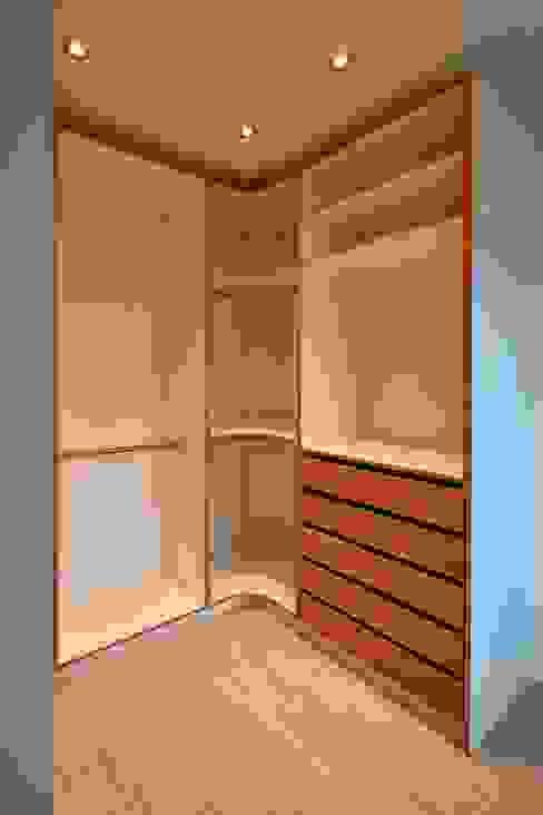 Kleiderschrank begehbar:  Ankleidezimmer von ARTfischer Die Möbelmanufaktur.,