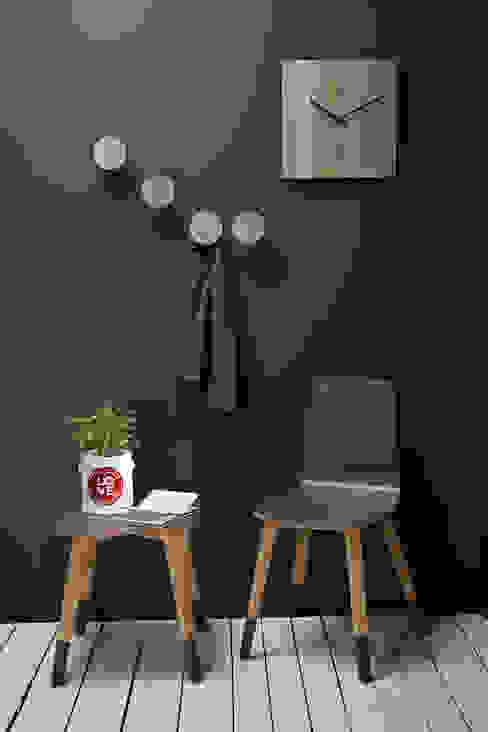 Creativando Srl - vendita on line oggetti design e complementi d'arredo ทางเดินสไตล์สแกนดิเนเวียห้องโถงและบันได แผ่น MDF Wood effect