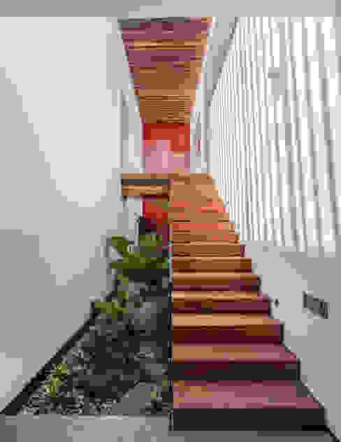 Eclectic style garden by Almazan y Arquitectos Asociados Eclectic Concrete