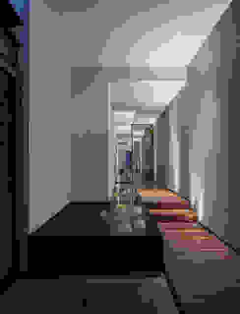 Casa de los 5 Patios Pasillos, vestíbulos y escaleras eclécticos de Almazan y Arquitectos Asociados Ecléctico Concreto