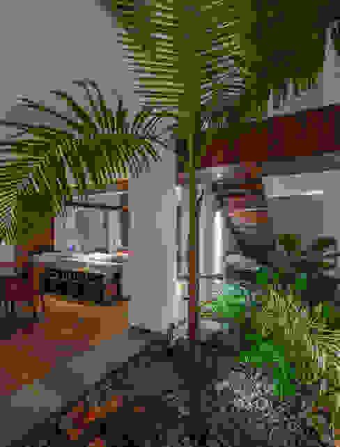 Eclectic style dining room by Almazan y Arquitectos Asociados Eclectic Concrete