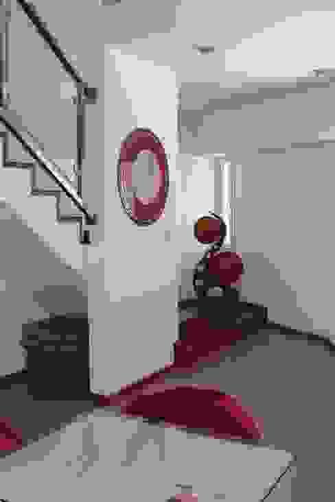 الممر الحديث، المدخل و الدرج من Prece Arquitectura حداثي