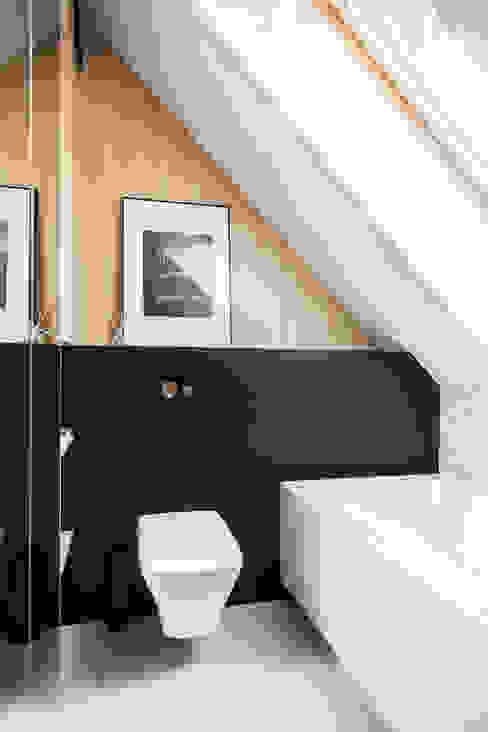 Dom na Gajewskich: styl , w kategorii Łazienka zaprojektowany przez ŻANETA STRAŻYNSKA architektura wnętrz,Eklektyczny