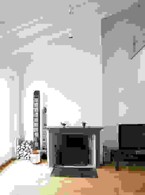 Penthouse in legno Pareti & Pavimenti in stile moderno di PAZdesign Moderno