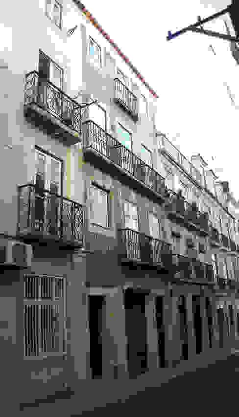 Edifício de habitação Rua do Norte 24 a 28 . Bairro Alto . Lisboa Casas modernas por Pedro Ferro Alpalhão Arquitecto Moderno