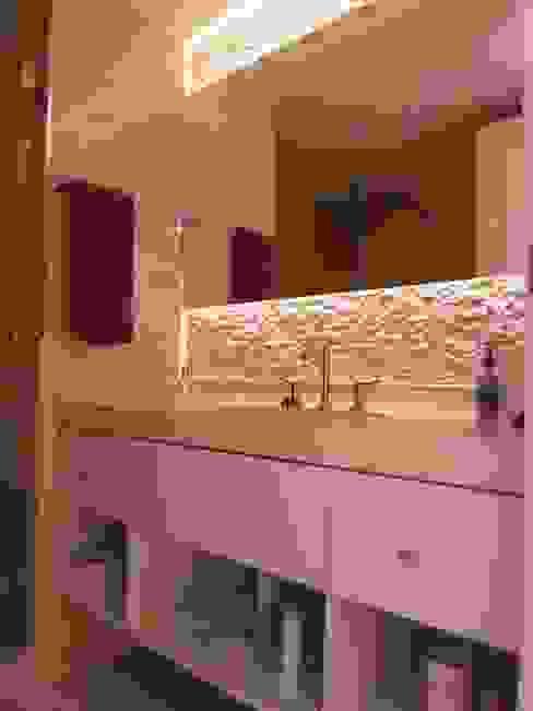 Baño en suite 2º: Baños de estilo  por Estudio BASS Arquitectura,Moderno