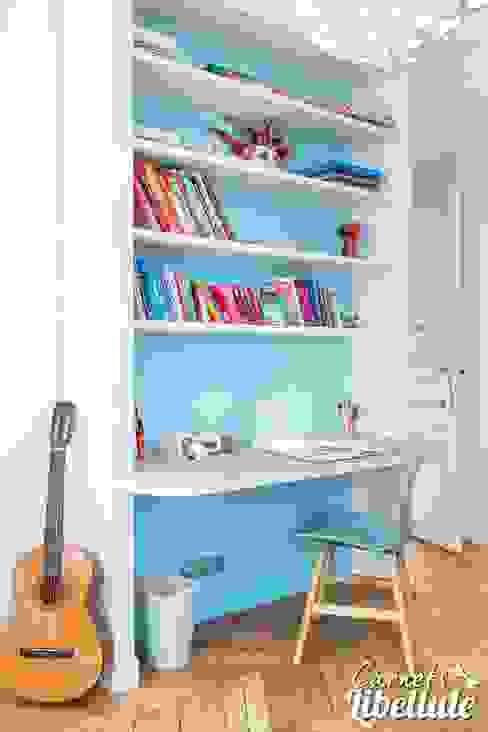 Espace bureau enfant Chambre d'enfant moderne par Carnets Libellule Moderne