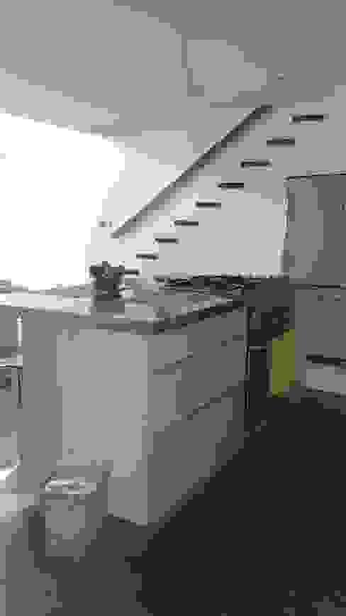 現代廚房設計點子、靈感&圖片 根據 Spacio M+M 現代風