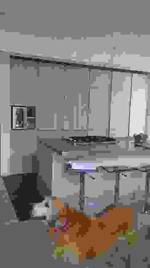 Cocina Cocinas de estilo moderno de Spacio M+M Moderno
