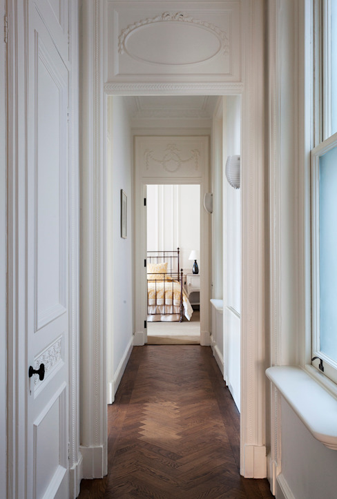 ​The hallway at the Mansfield Street Apartment. Classic corridor, hallway & stairs by Nash Baker Architects Ltd Classic Wood Wood effect