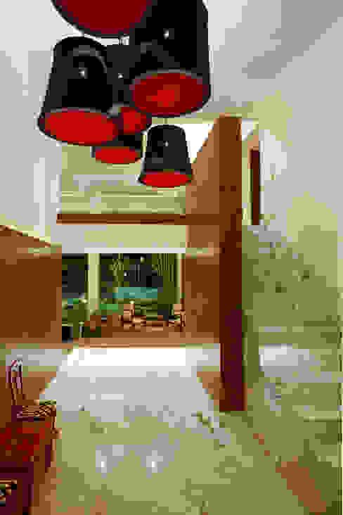 الممر الحديث، المدخل و الدرج من ARCO Arquitectura Contemporánea حداثي
