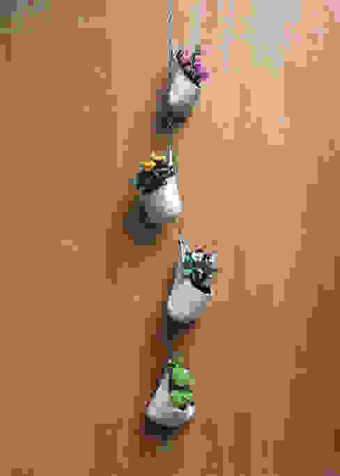 Maceta colgante: Balcones y terrazas de estilo  por Flor De Fieltro