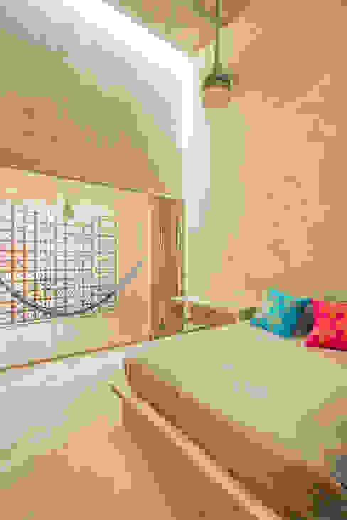 Dormitorios de estilo moderno de TACO Taller de Arquitectura Contextual Moderno