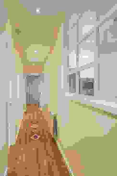 GESTION INTEGRAL DE PROYECTOS DEL NOROESTE S.L. Modern corridor, hallway & stairs