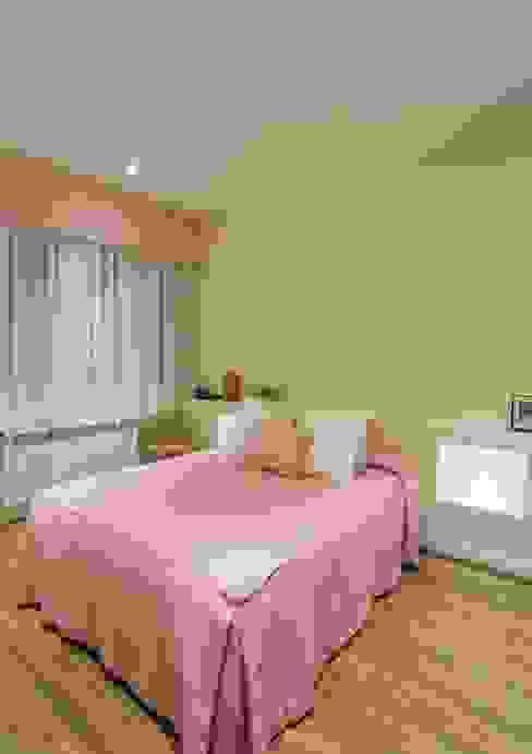 Modern Bedroom by GESTION INTEGRAL DE PROYECTOS DEL NOROESTE S.L. Modern