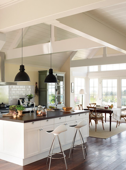 Classic style kitchen by Canexel Classic