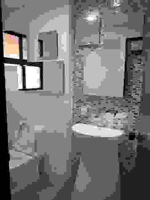 REMODELACION APTO 101 CR TORRES DEL PRADO : Baños de estilo  por ARQUITECTONI-K Diseño + Construcción SAS,