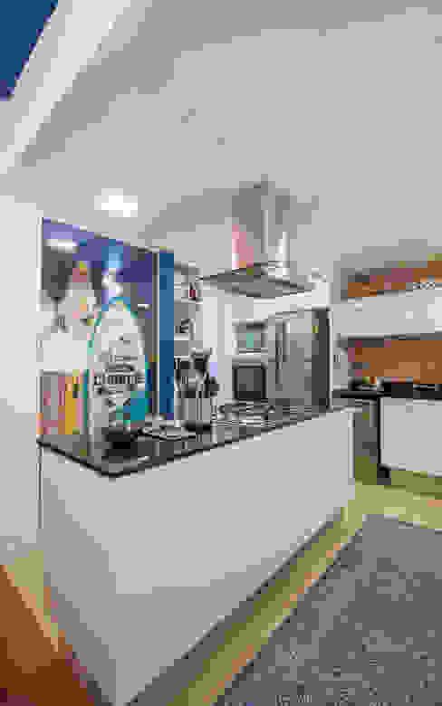 APARTAMENTO JARDIM OCEÂNICO | Cozinha Cozinhas modernas por Tato Bittencourt Arquitetos Associados Moderno