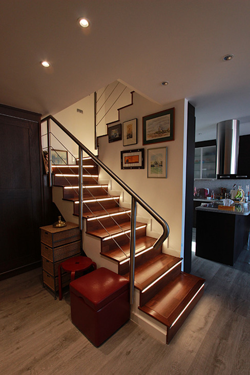 Couloir, entrée, escaliers scandinaves par Novodeco Scandinave