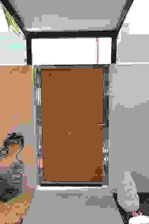 Reforma de vivienda con etiqueta de eficiencia energética A (Gran Alacant, Santa Pola) Puertas y ventanas de estilo escandinavo de Novodeco Escandinavo