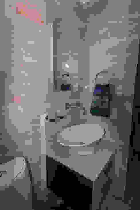 Apartamento B24 TRIBU ESTUDIO CREATIVO Baños de estilo moderno