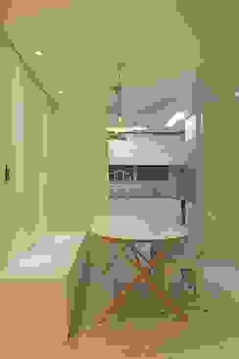 내추럴한 분위기의 34py 아파트 인테리어 : 홍예디자인의  주방