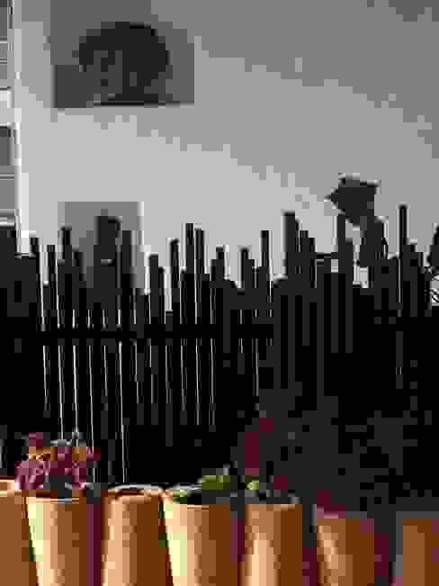 Jardines de estilo mediterráneo de The White Room Mediterráneo