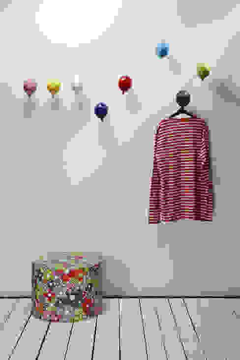 Gancio Appendiabiti da parete Mini Balloon Ingresso, Corridoio & Scale in stile moderno di Creativando Srl - vendita on line oggetti design e complementi d'arredo Moderno Ceramica