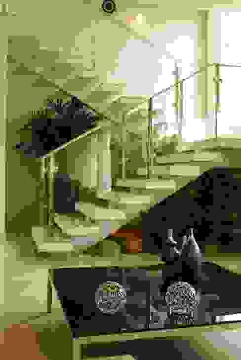 Escadas  por Penha Alba Arquitetura e Interiores, Moderno