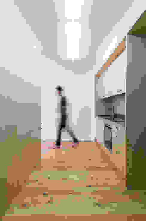 House in Bica do Sapato by ARRIBA Cozinhas minimalistas por Ricardo Oliveira Alves Photography Minimalista