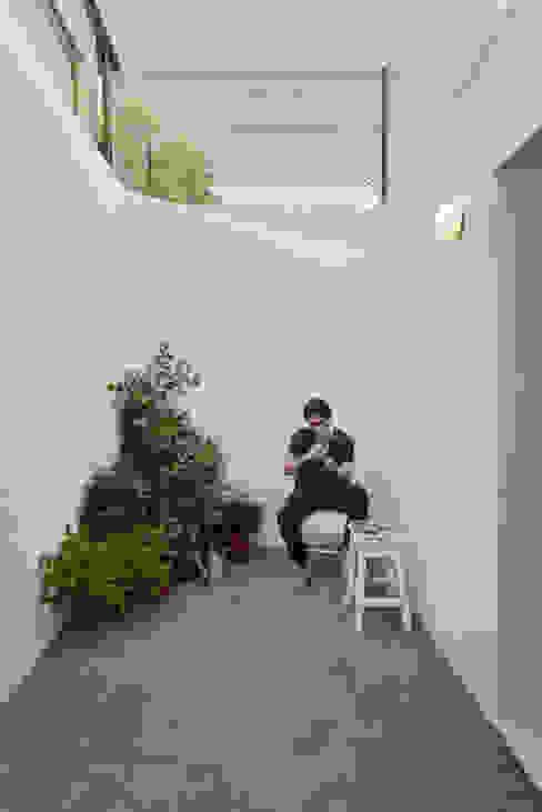 House in Bica do Sapato by ARRIBA Casas minimalistas por Ricardo Oliveira Alves Photography Minimalista