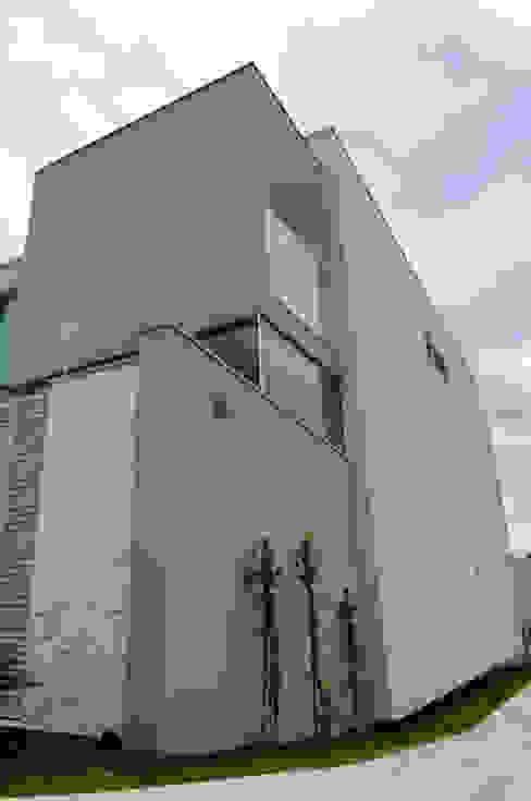 Moderne huizen van A/ZERO Arquitetura Modern