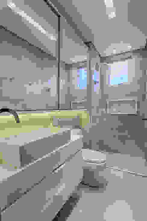 Banho social Banheiros modernos por Flaviane Pereira Moderno Concreto