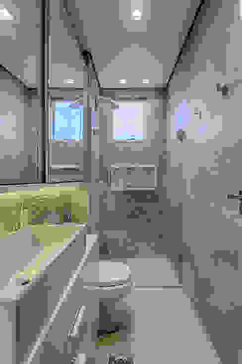 Banho social: Banheiros  por Flaviane Pereira