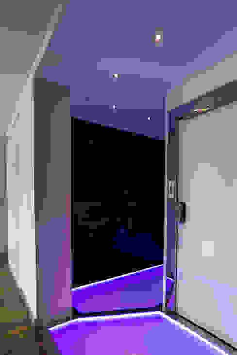 Ático Duplex, Reforma integral Molina Decoración Pasillos, vestíbulos y escaleras de estilo moderno