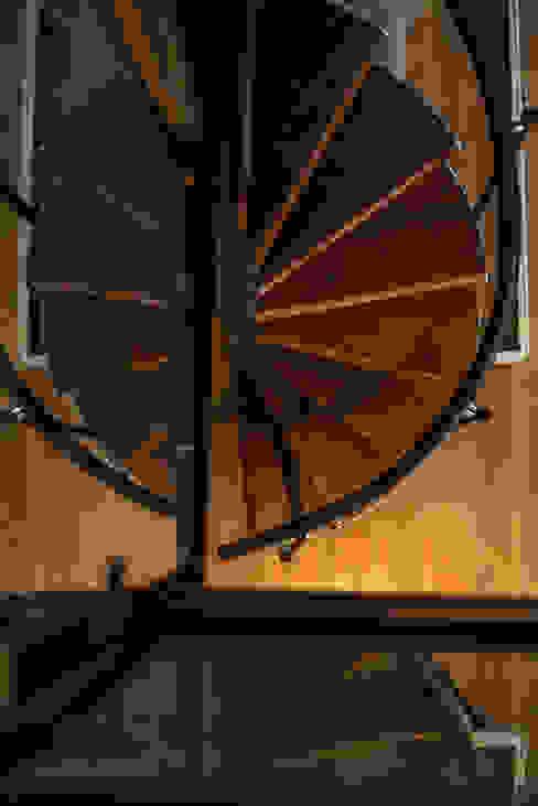Ático Duplex, Reforma integral Pasillos, vestíbulos y escaleras de estilo moderno de Molina Decoración Moderno Madera Acabado en madera