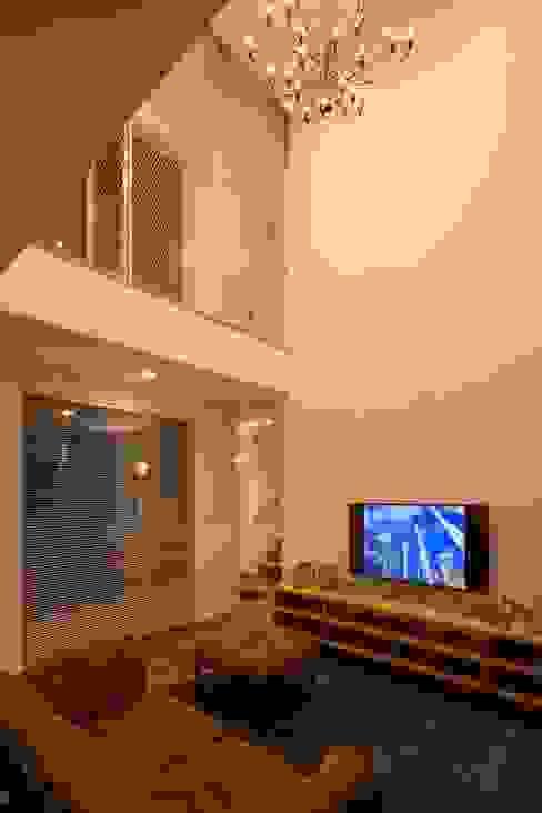 Living room by LITTLE NEST WORKS,