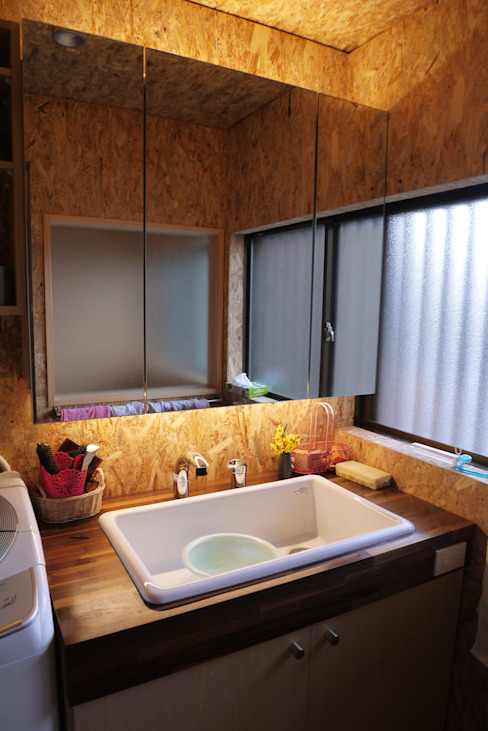 Eclectic style bathroom by 渡邉 清/スタイルウェッジ一級建築士事務所 Eclectic OSB