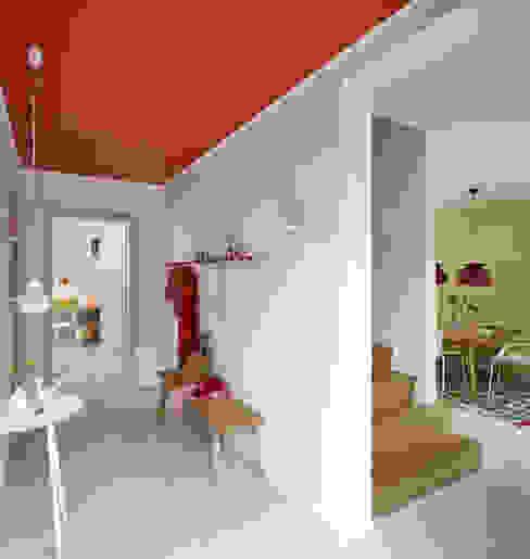 Eingangssituation Moderner Flur, Diele & Treppenhaus von Burkhard Heß Interiordesign Modern
