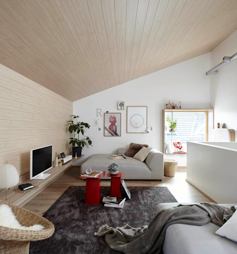 Salon moderne par Burkhard Heß Interiordesign Moderne Bois Effet bois