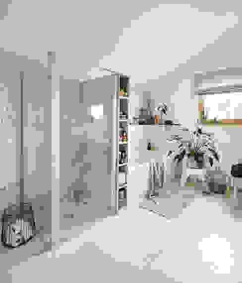 Salle de bain moderne par Burkhard Heß Interiordesign Moderne Tuiles