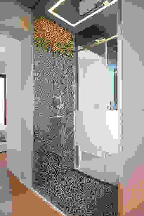 現代浴室設計點子、靈感&圖片 根據 Luca Mancini | Architetto 現代風