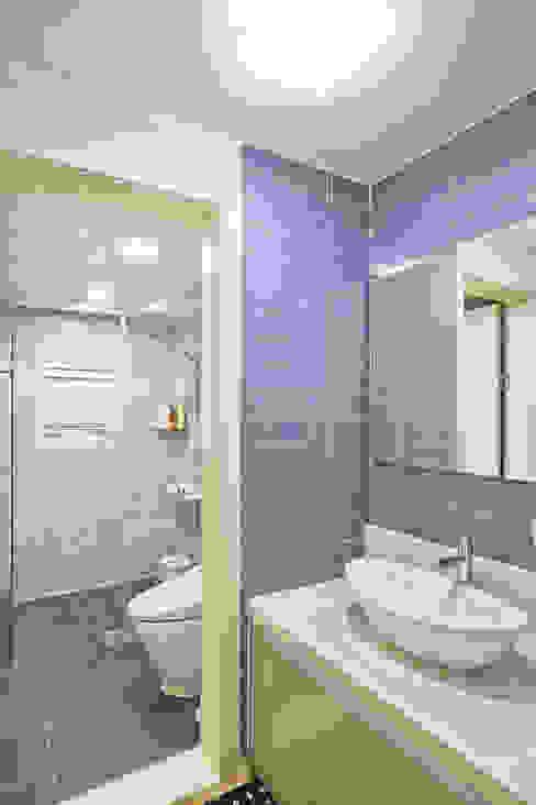 양면의 얼굴을 가진 전원주택 [경기도 수원 이목동] 모던스타일 욕실 by 한글주택(주) 모던