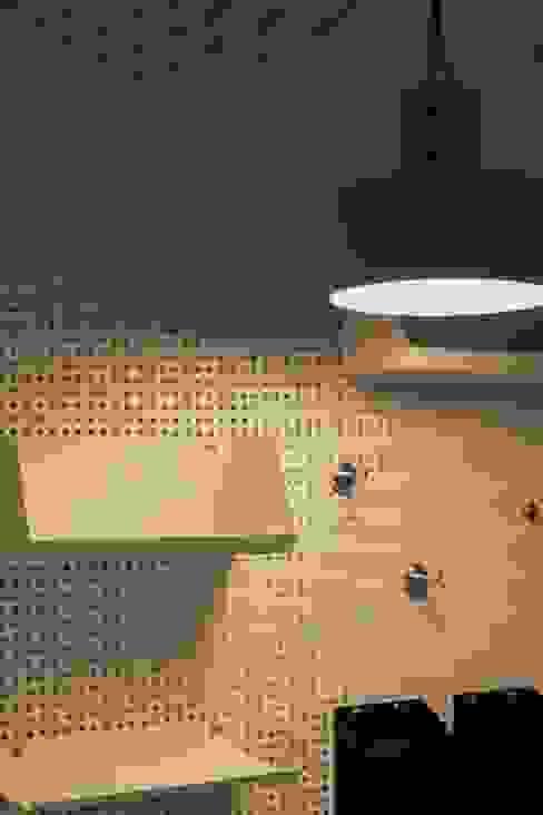 따뜻하고 내추럴한 무드의 32py 아파트 인테리어: 홍예디자인의  서재/사무실