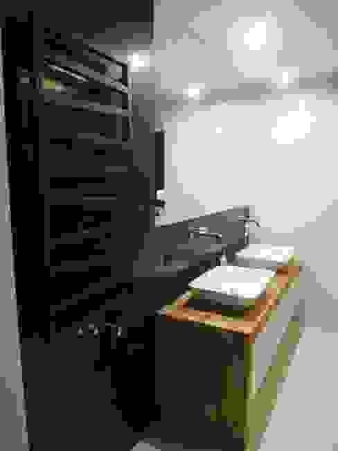 Salle de bain minimaliste par NaNovo Minimaliste Céramique